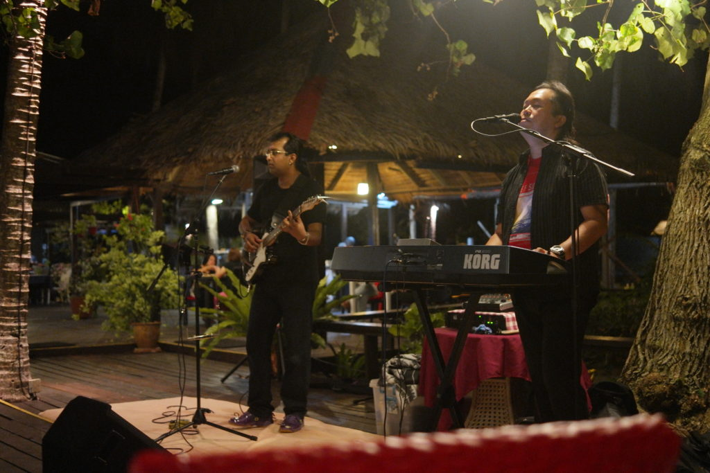 Live band singing oldies. Reminds me of Air Supply