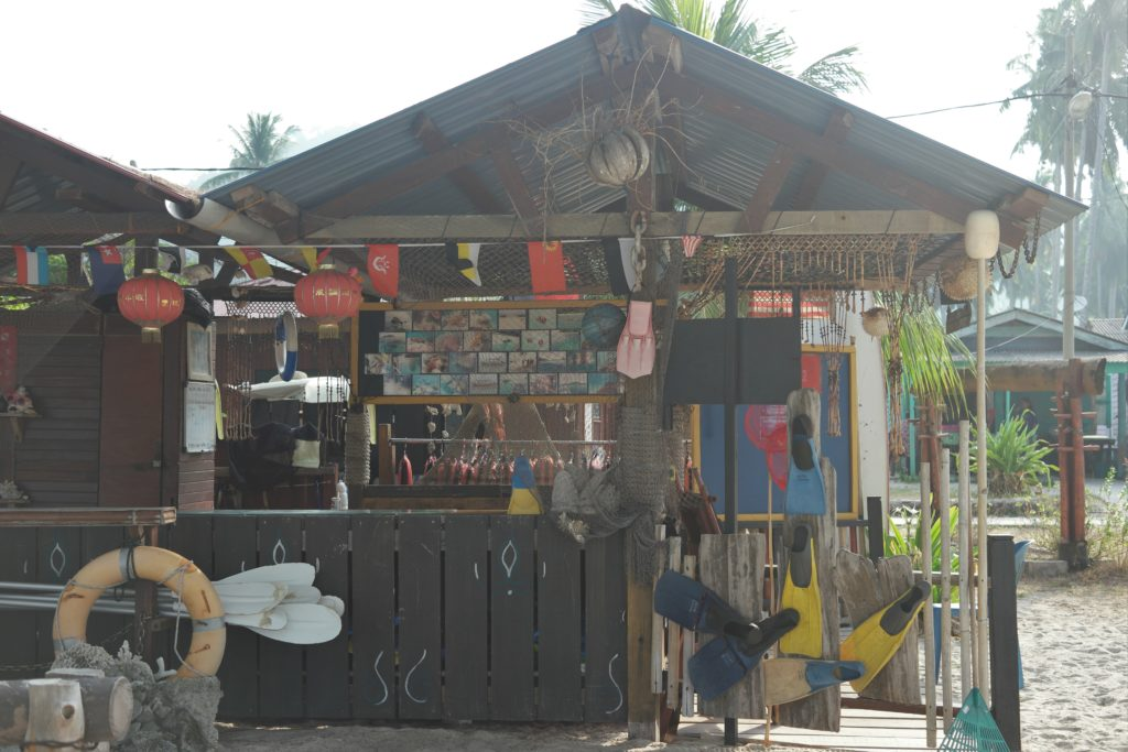 Stall renting snorkeling gears (free of charge)
